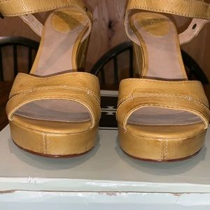 Frye Shoes - Like new Frye sandals *PRISTINE CONDITION*